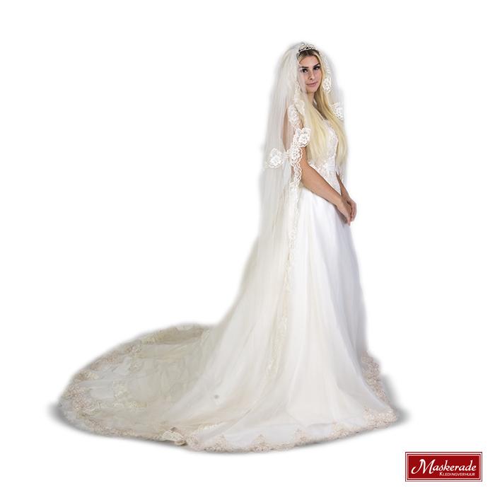 Bruidsjurken Verhuur.Mooie Witte Bruidsjurk Met Kanten Sleep